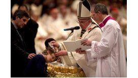 El papa Francisco bautizará a 11 personas en la Vigilia Pascual