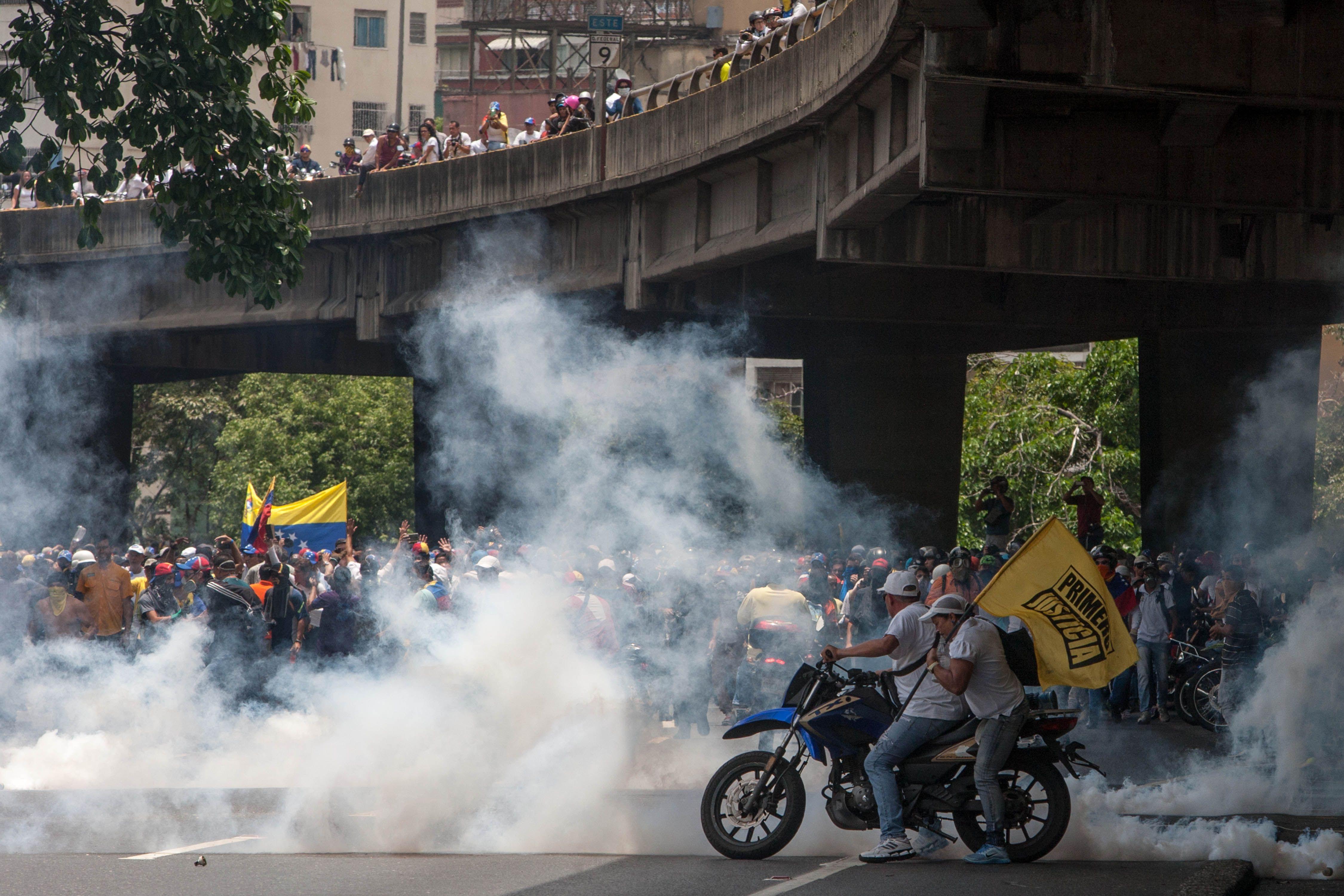 Ya son dos los muertos en la masiva marcha contra Maduro