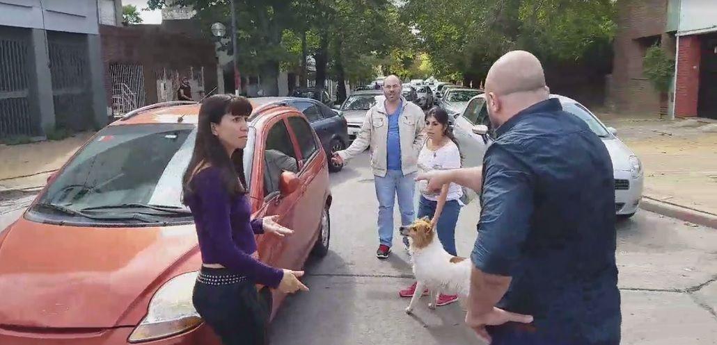 Los vecinos acusan a la dueña de la perra de intentar abandonarla