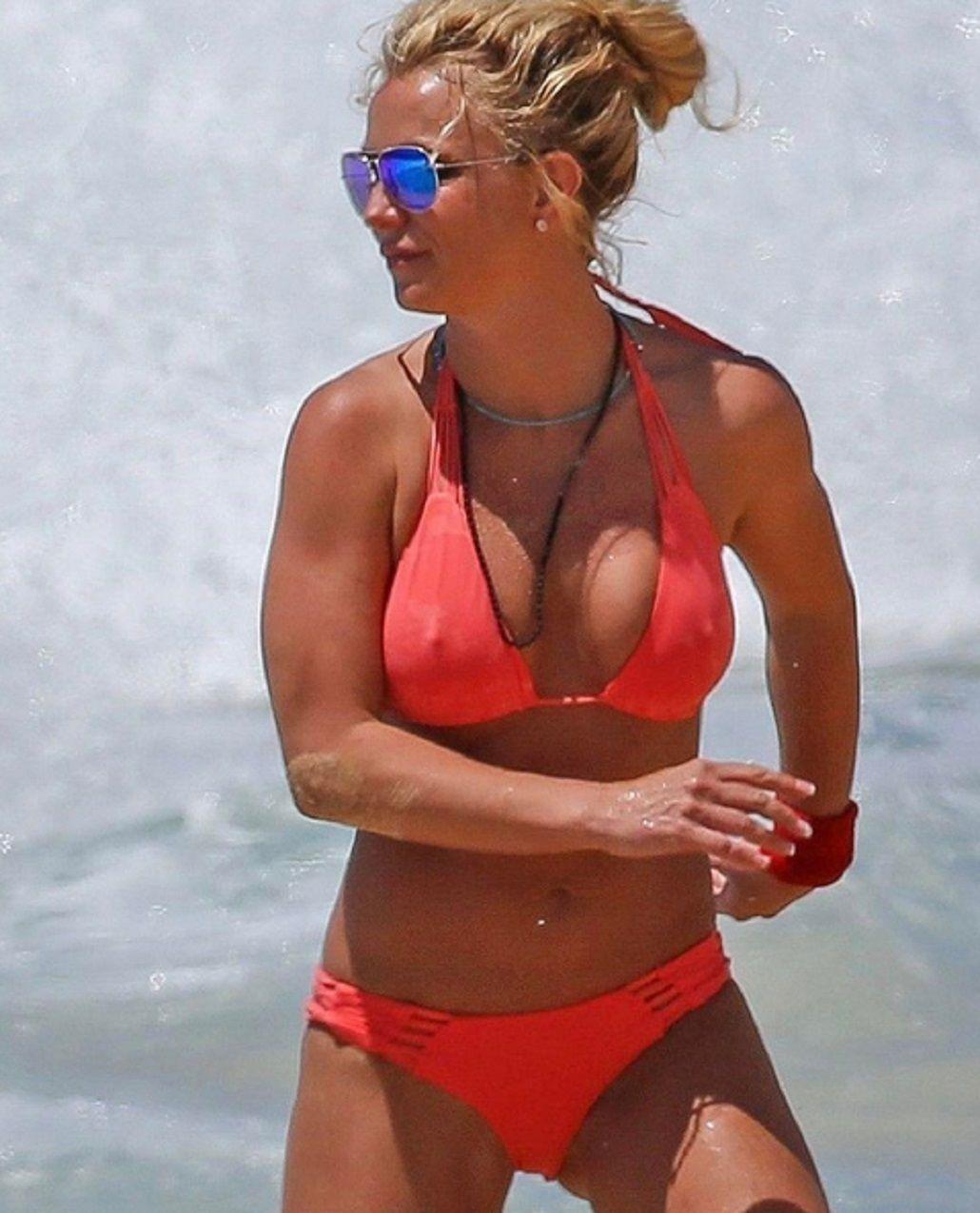 Britney Spears y una foto al límite con la bikini mojada