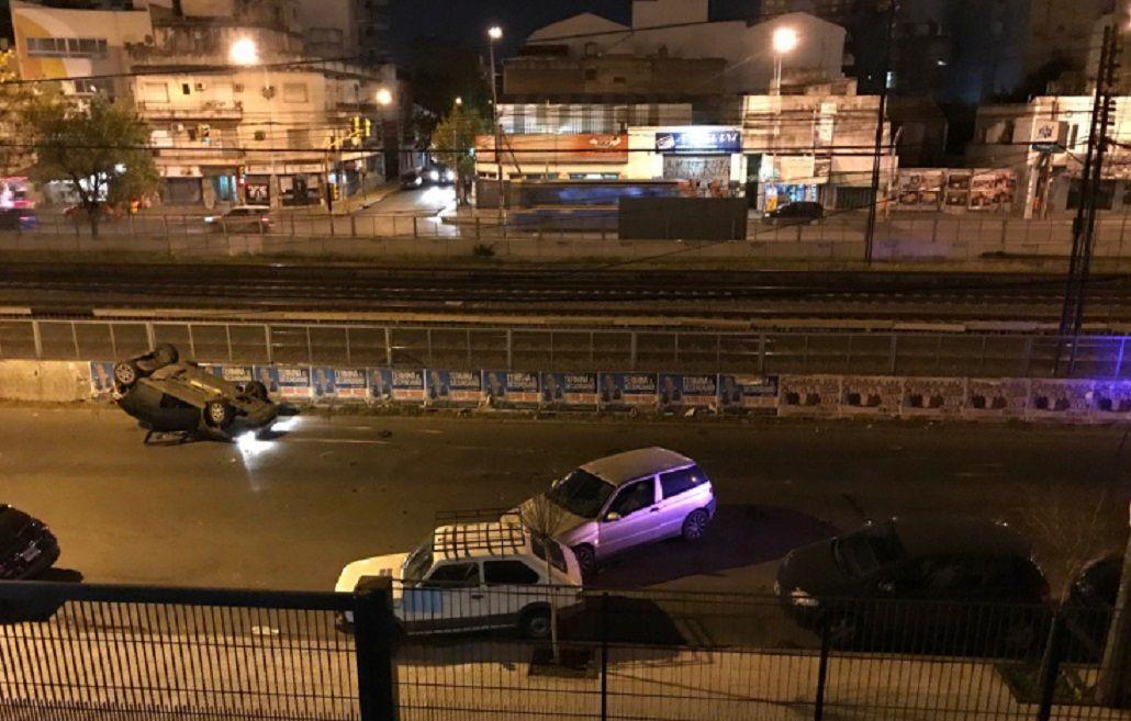 Triple choque y vuelco dejó dos heridos en Ramos Mejía