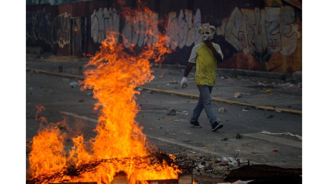 Las calles de Venezuela están envueltas en llamas