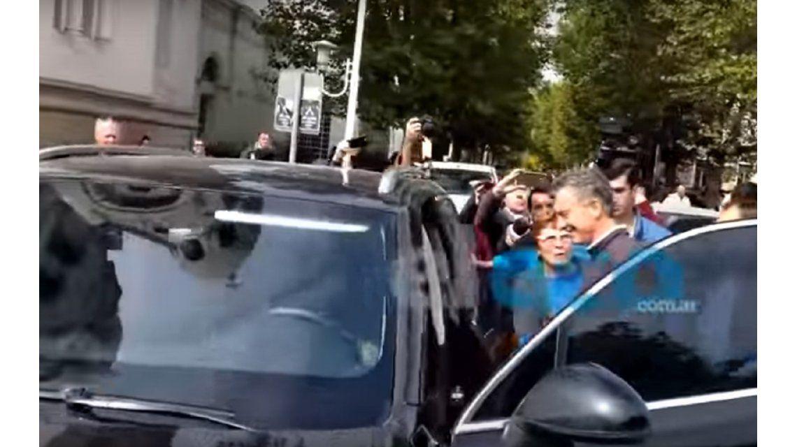 Insultaron a Macri a la salida de una iglesia en Tandil