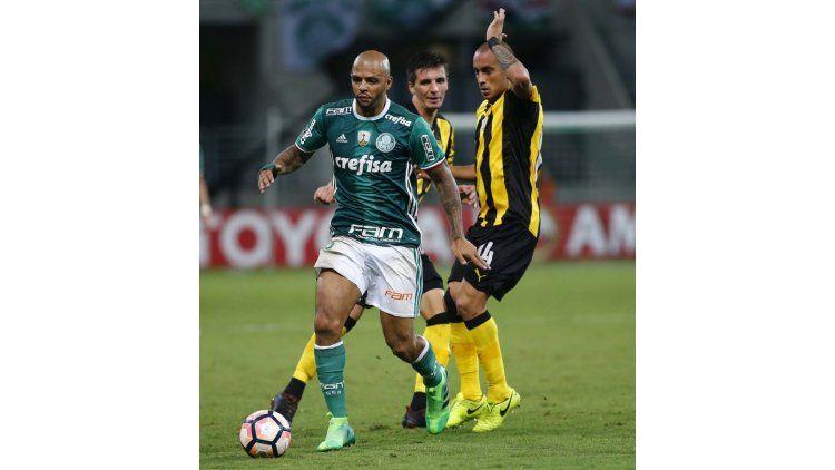 Felipe Melo ante Peñarol