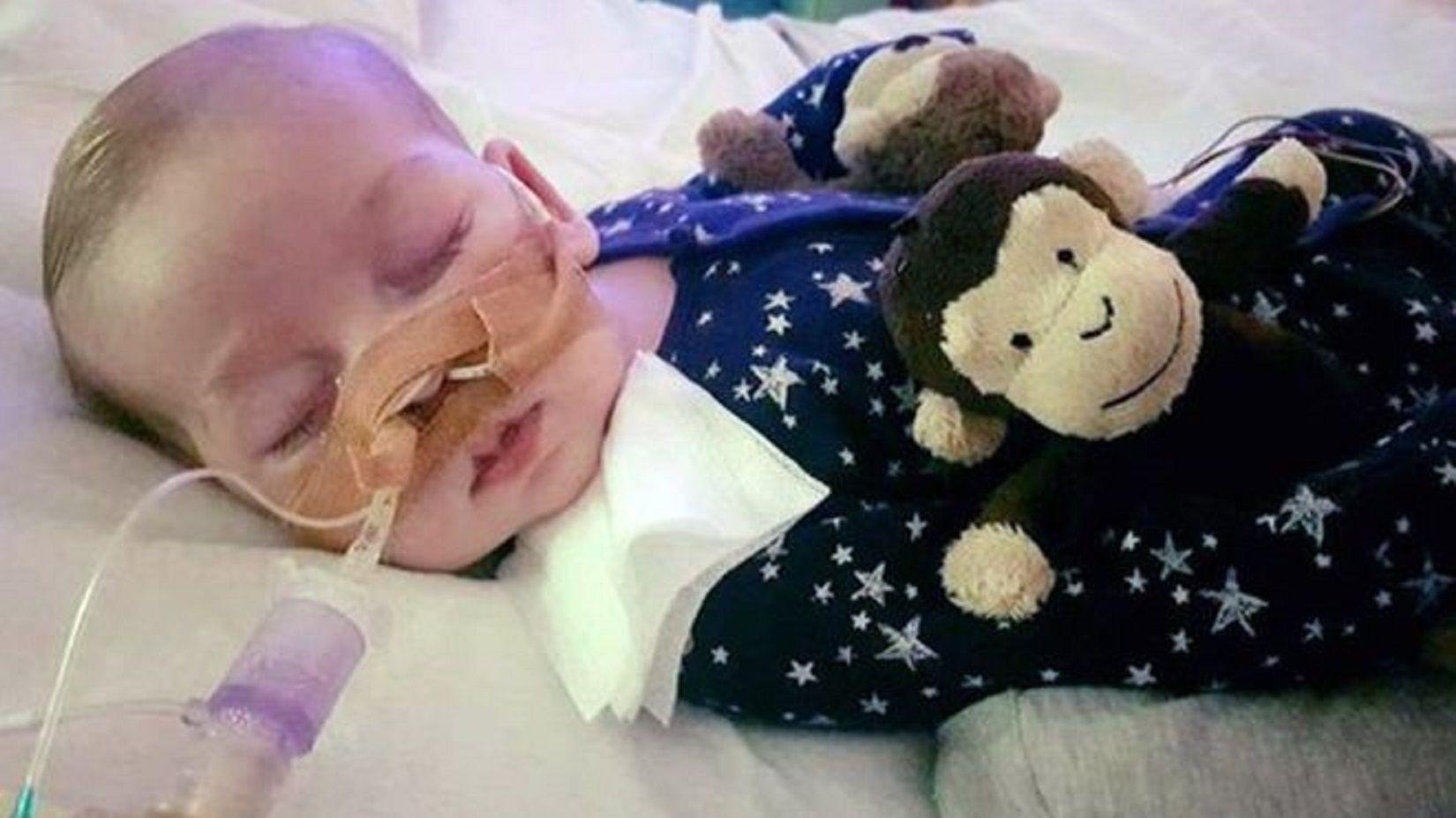 Reino Unido: la Justicia ordenó desconectar a un bebé de 8 meses