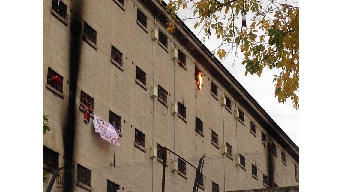 Incidentes en la cárcel de Devoto por cambios en las salidas transitorias
