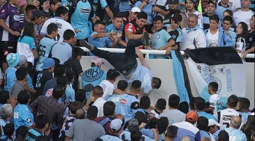 Tiraron a un hincha de una tribuna en Belgrano-Talleres Crédito:@pablocarrozza