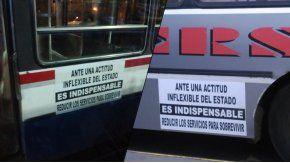 Carteles en los colectivos alertan sobre una reducción de servicios
