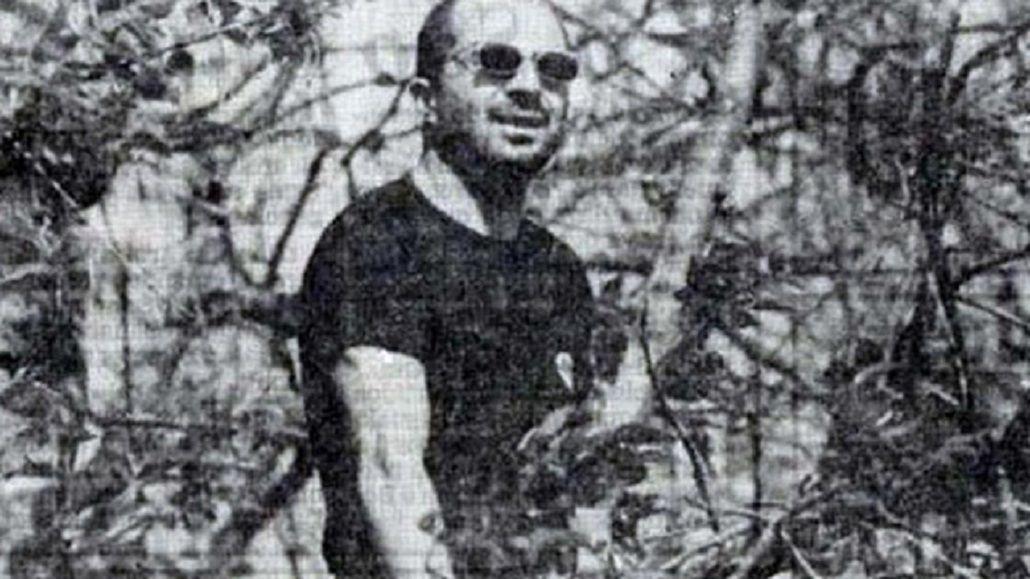 Jorge Sampaoli arriba de un árbol