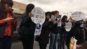 Familiares y amigos de Araceli Fulles marcharon bajo la lluvia