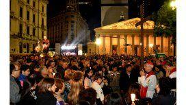 Miles de fieles participaron del Via Crucis en Avenida de Mayo