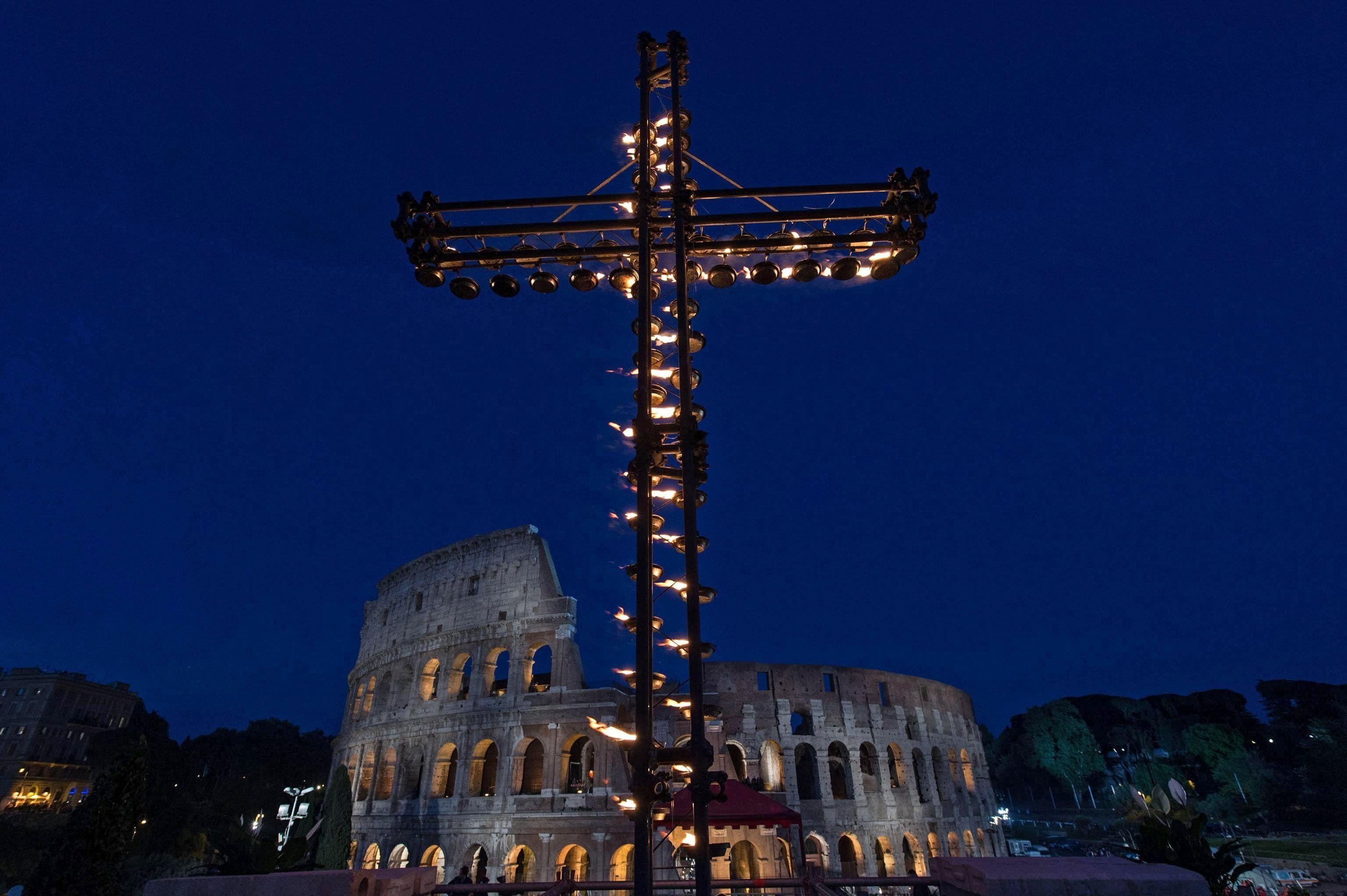 El Papa habló tras presidir el Vía Crucis