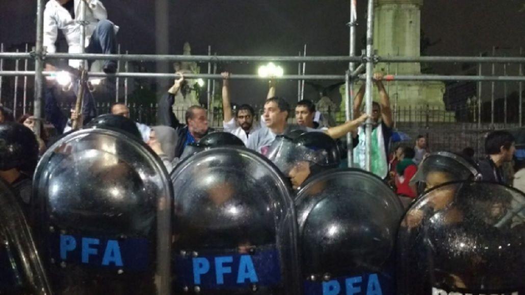 La Policía reprimió a los docentes frente al Congreso