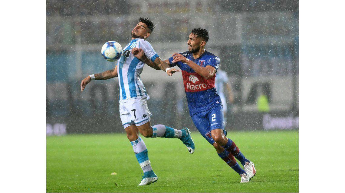 Racing y Tigre empataban cuando el juez suspendió el partido por la lluvia