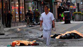 Un camión arrolló a una multitud en Estocolmo: hay al menos 3 muertos