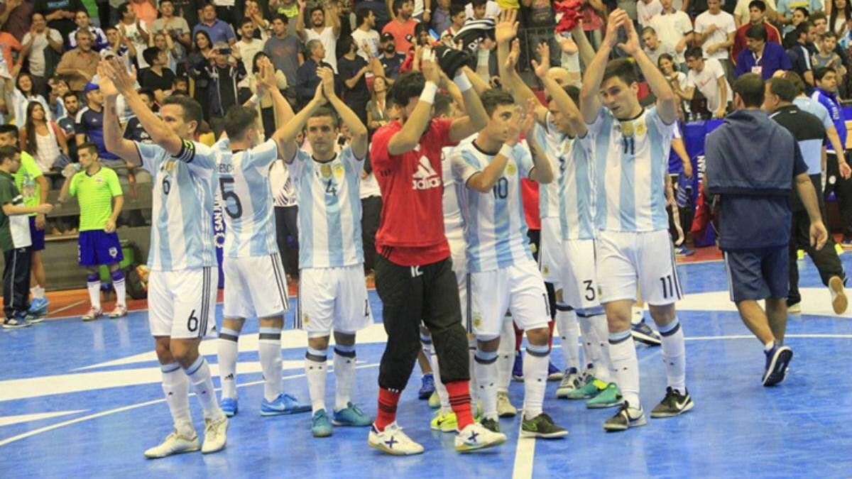 Desazón de los futbolistas argentinos tras la derrota ante Brasil
