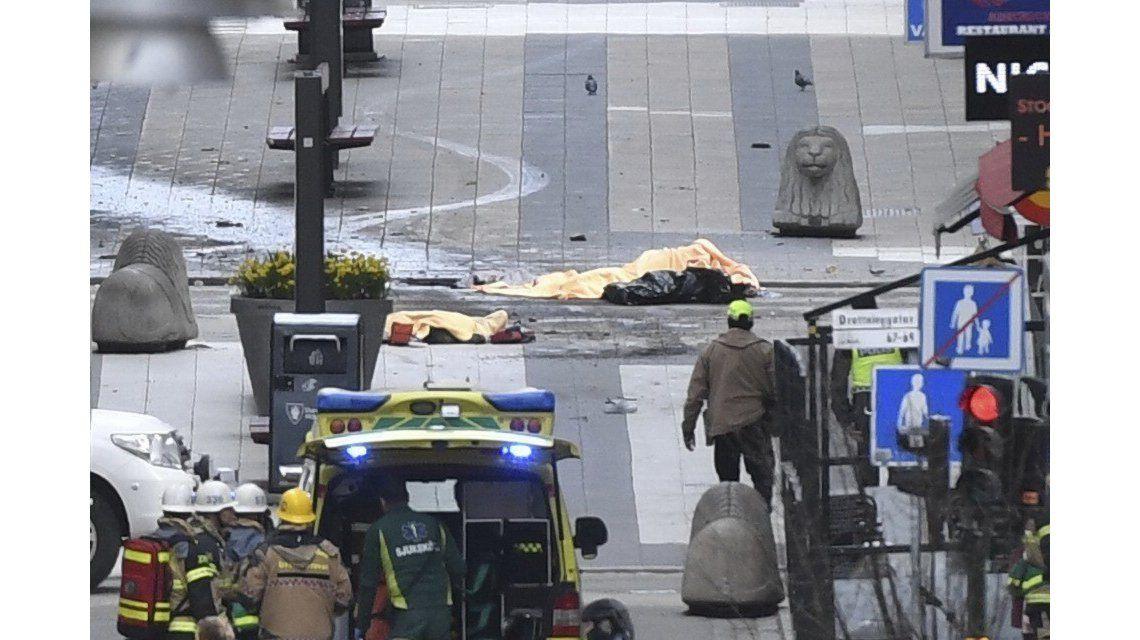 Las imágenes del atentado en Estocolmo que dejó al menos cuatro muertos