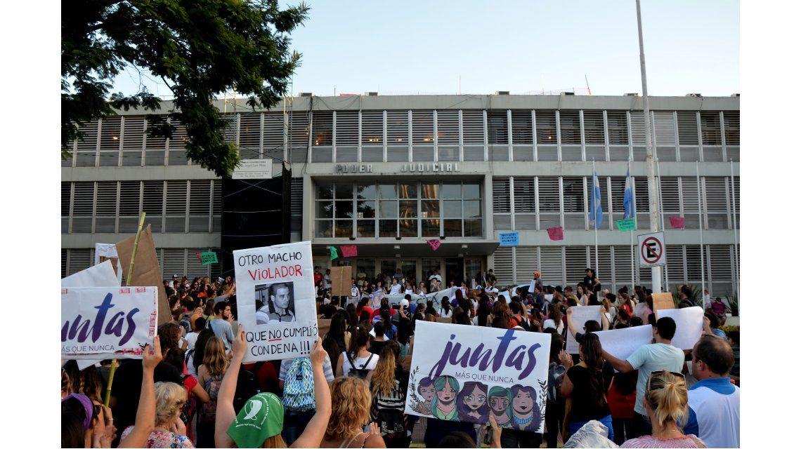 Convocan a marchar en todas las plazas del país en repudio al juez que liberó al acusado