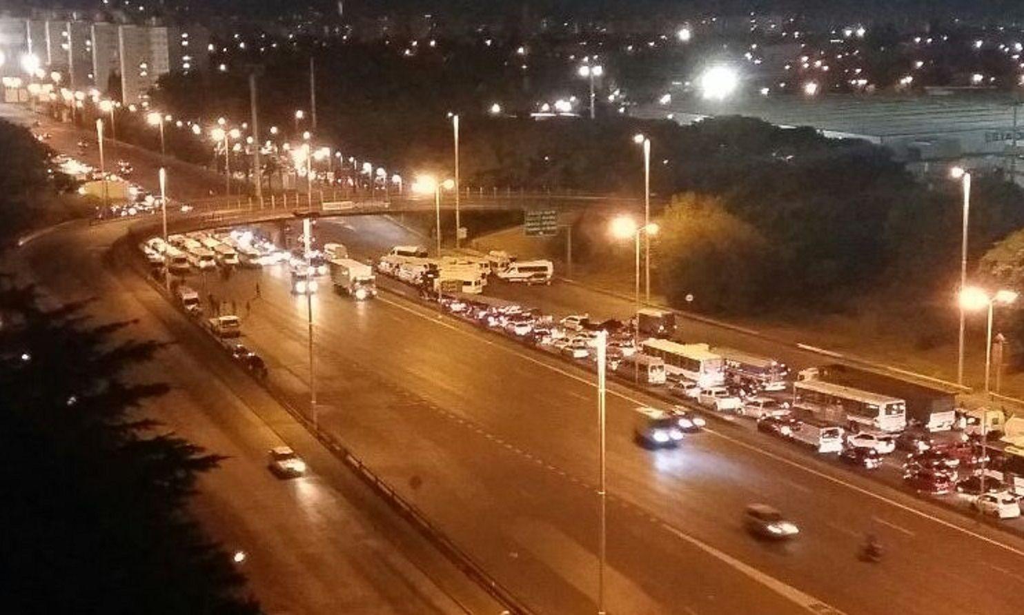 Los choferes de combis mantenían cortada la autopista Ricchieri