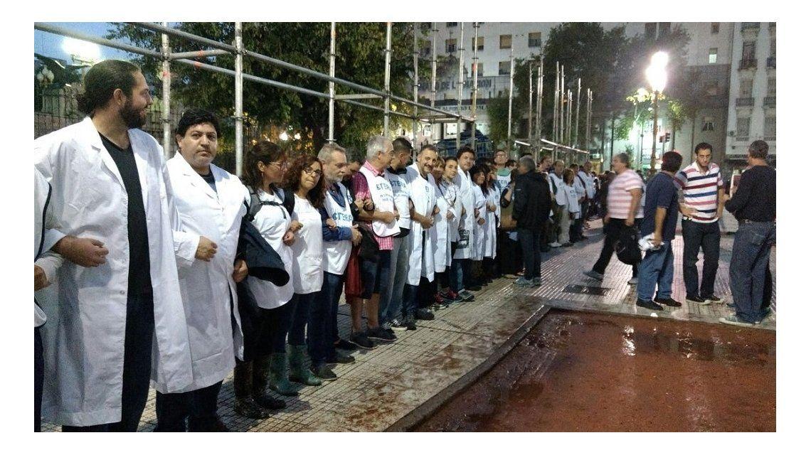 Se viralizó un mensaje de apoyo a los docentes tras la represión - Crédito:@utectera