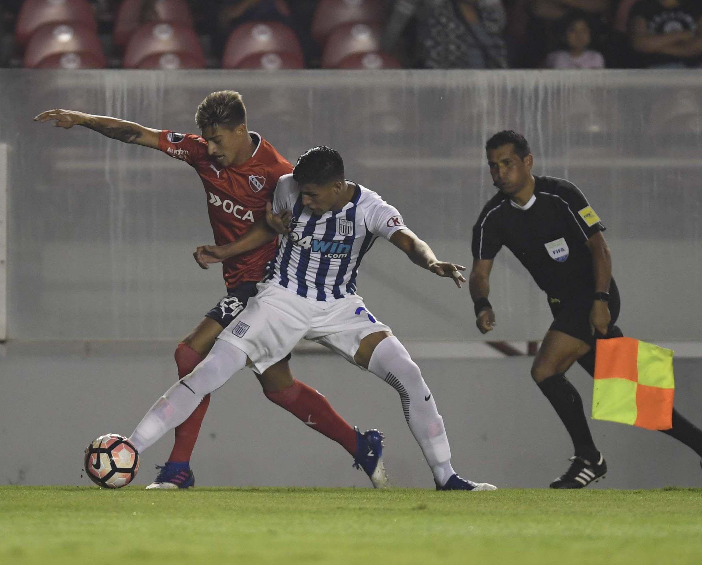 Independiente frente a Alianza Lima en el estadio Libertadores de América