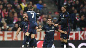 El festejo de Griezmann con sus compañeros del Atlético Madrid