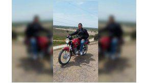 Vende su moto para los damnificados por inundaciones