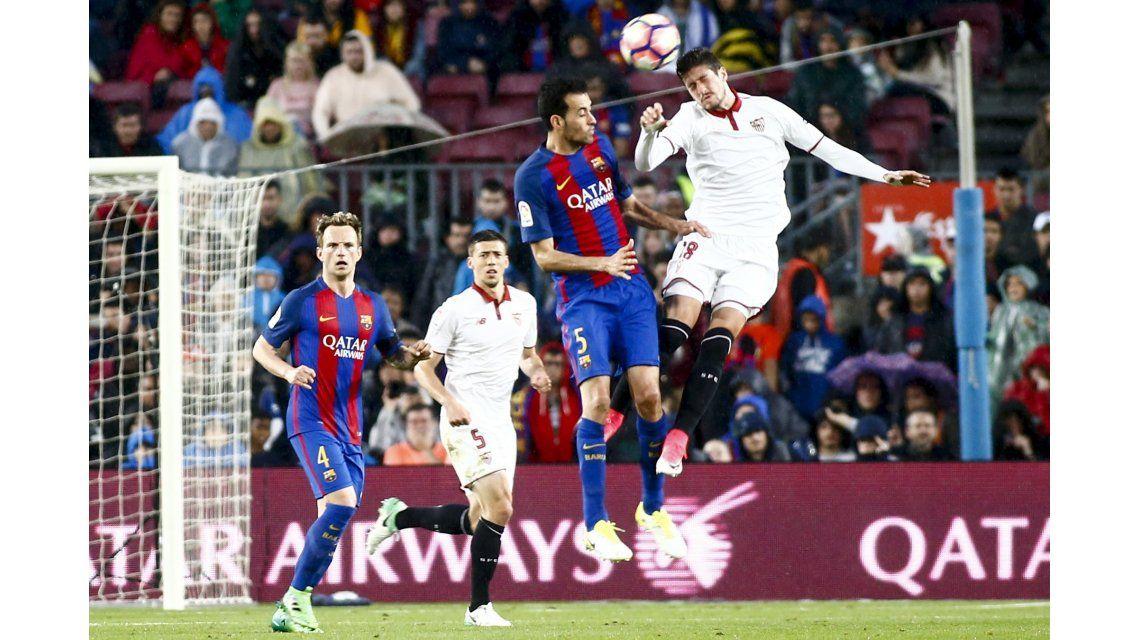 El salto de Busquets frente al Sevilla