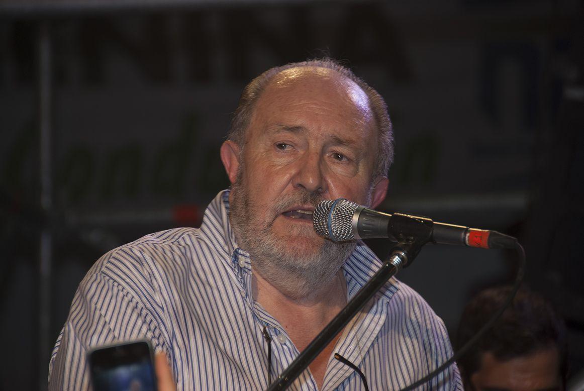 Carlos Verna dejó a La Pampa bajo agua y se fue a Europa