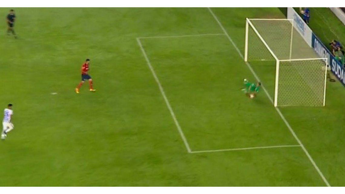 Gigliotti erró el penal que podría haber puesto arriba en el marcador a Independiente