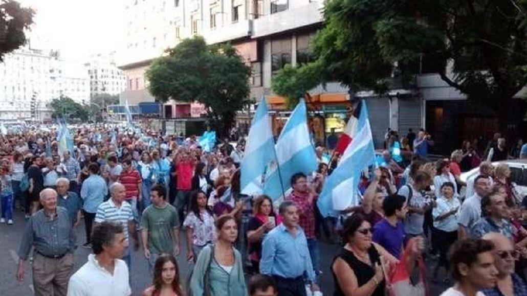 Marcha en Plaza de Mayo y en varias ciudades a favor del gobierno de Macri