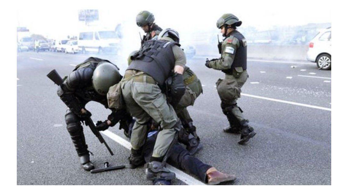 Gendarmería reprimió a los manifestantes en Panamericana