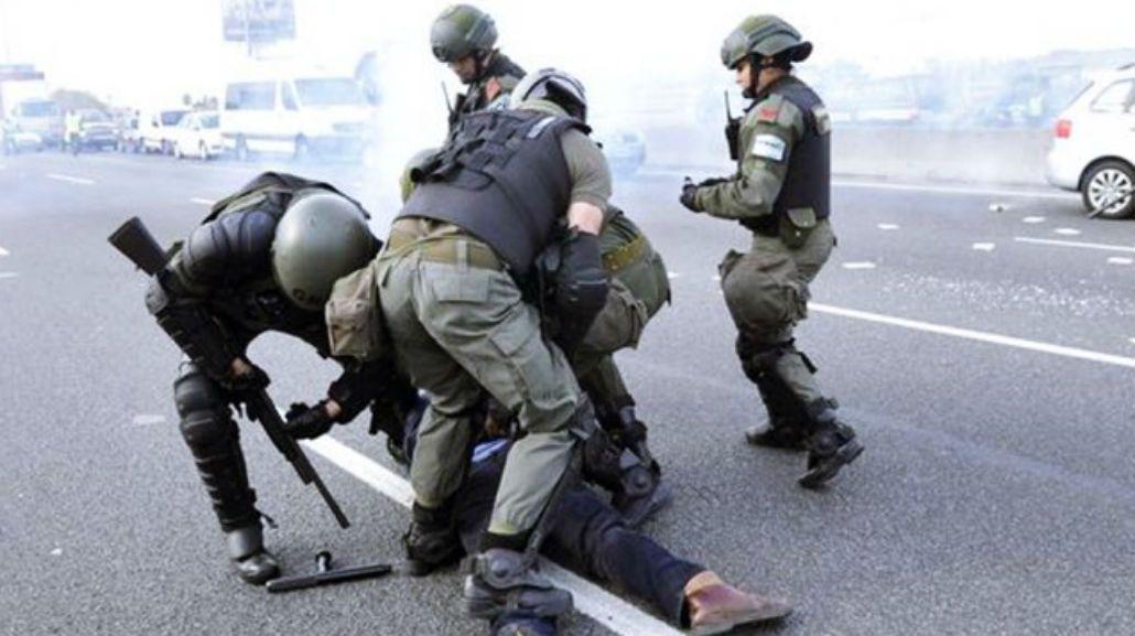 Gendarmería reprime a los manifestantes