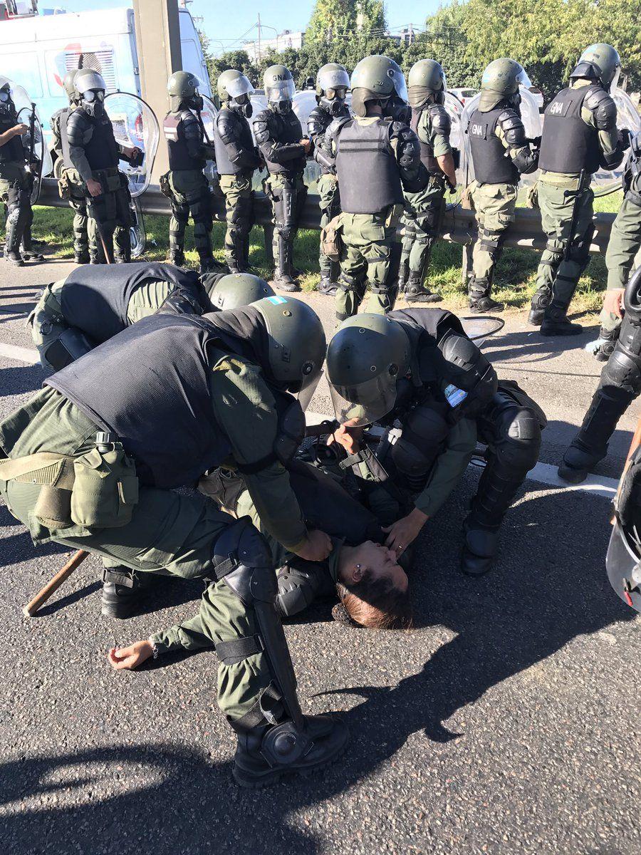 La Gendarmería desalojó de la Panamericana a los manifestantes