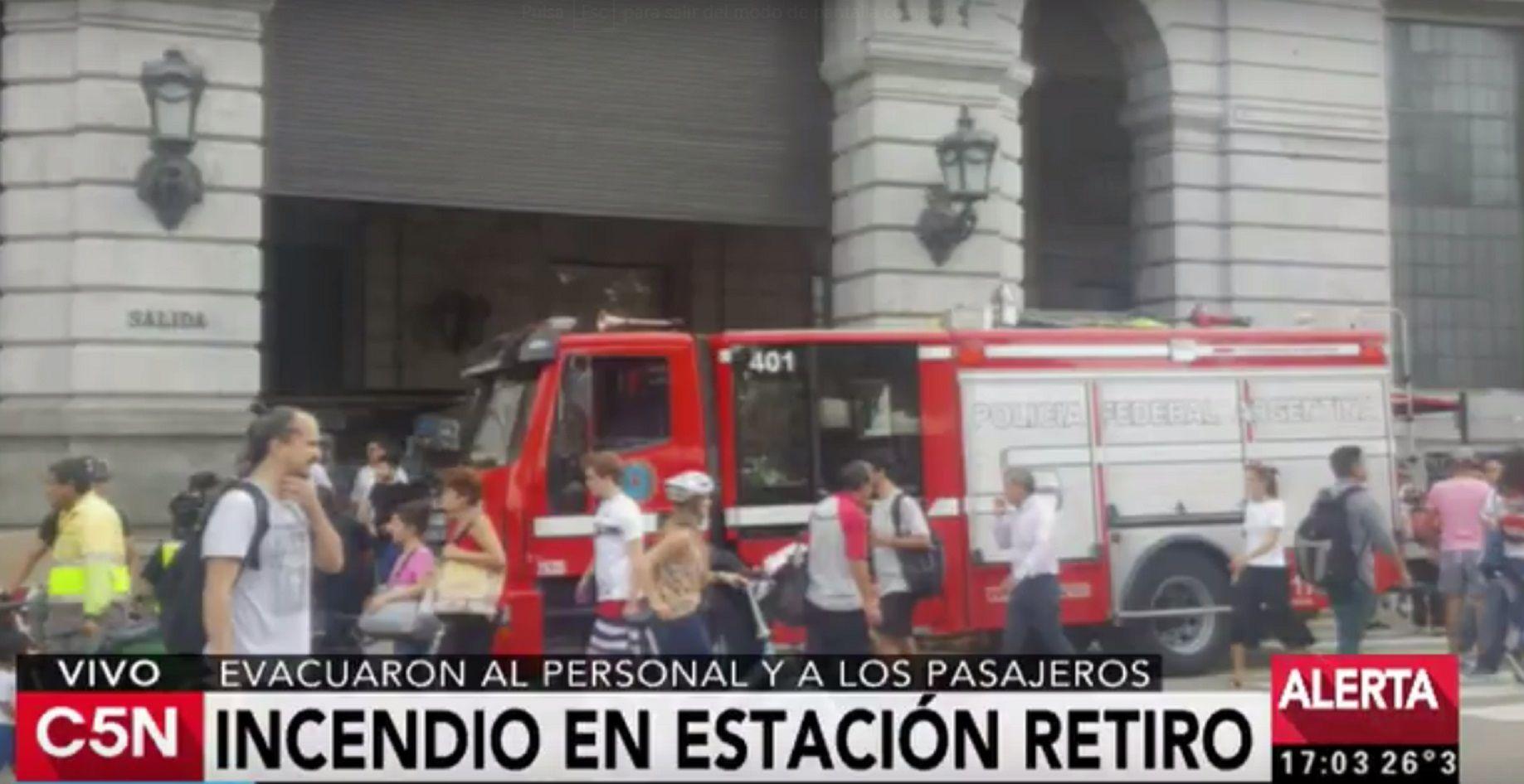 Incendio en la estación de Retiro: evacuaron al personal y a los pasajeros