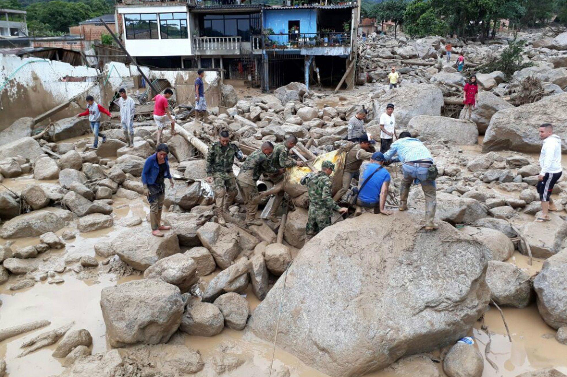Al menos 127 muertos y por el desborde de un río en Colombia