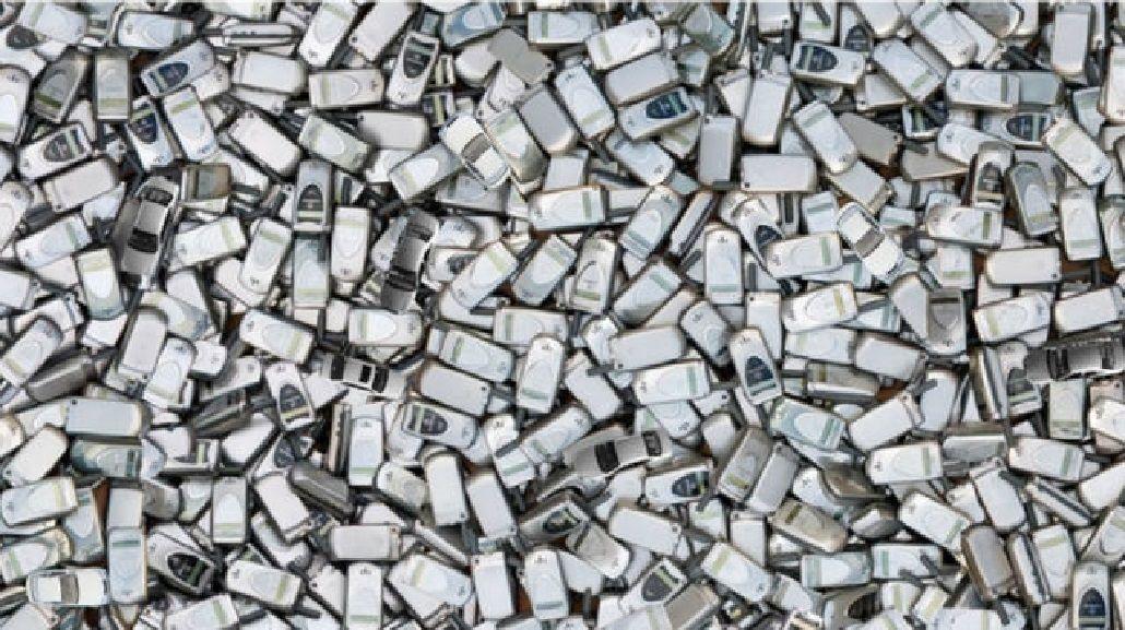 Encontrá los autos escondidos entre los celulares