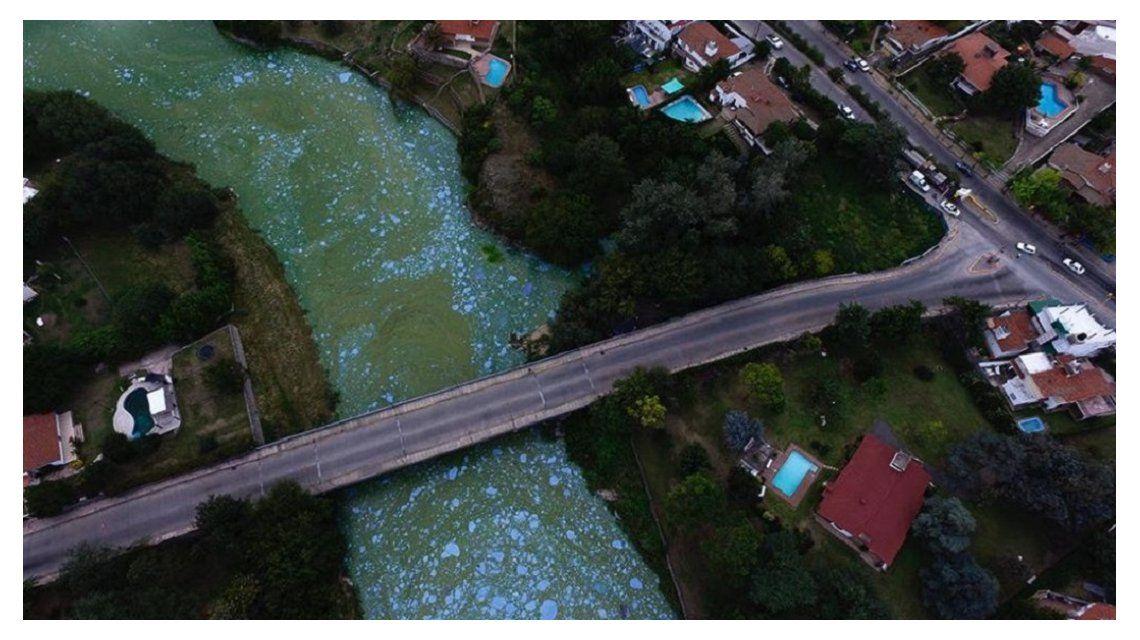 Un olornauseabundo afecta a Villa Carlos Paz. Foto: diario La Voz.