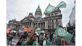 A las 17 están previstos los discursos de Micheli y Yasky, como corolario de la protesta.