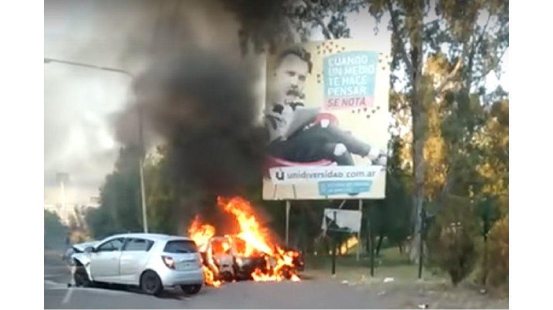 Un taxi chocó contra otro auto