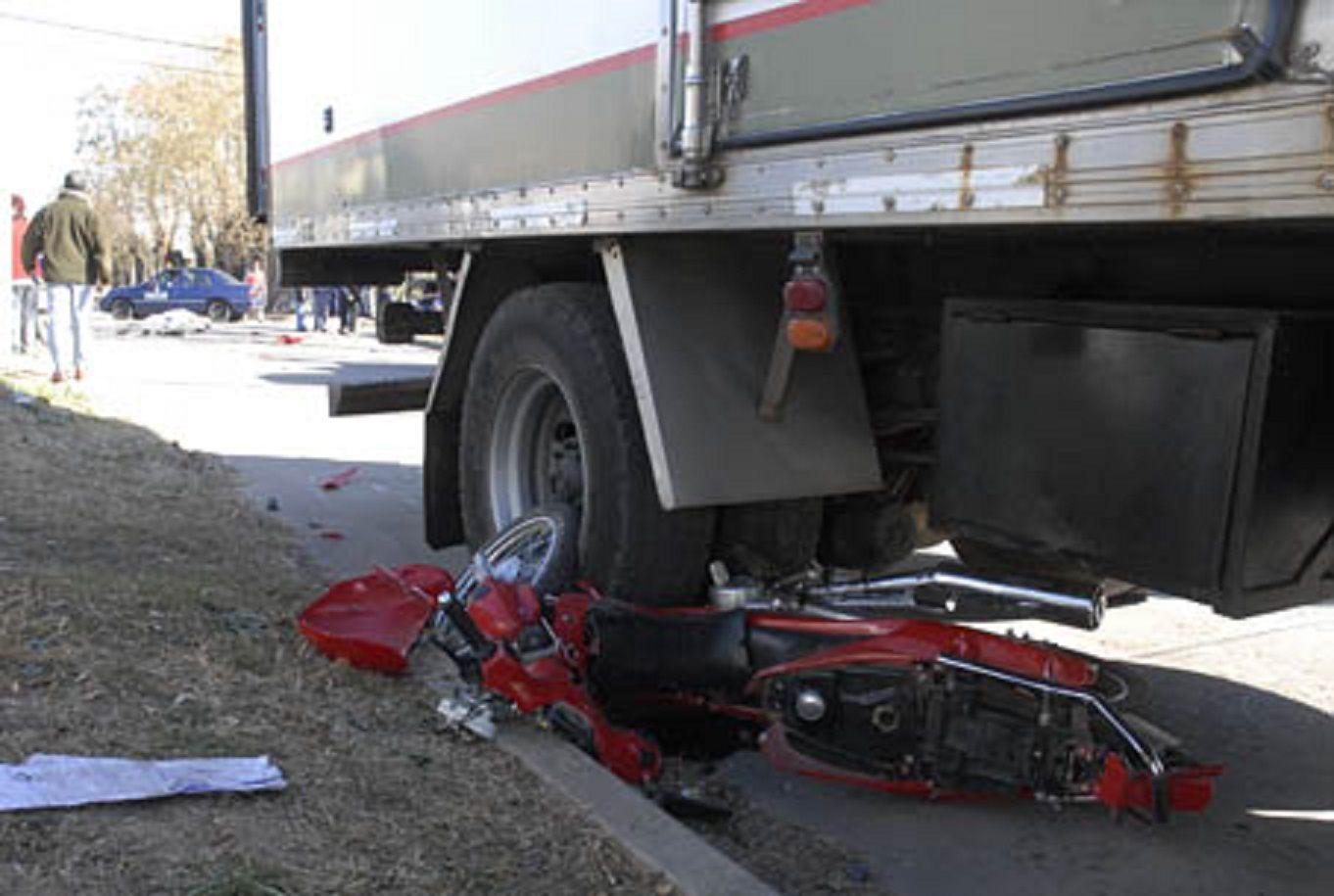 Una mujer murió aplastada por un camión - Imagen de archivo