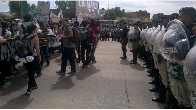 Tensión en Panamericana y ruta 197 por un corte de docentes