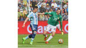 El defensor salió lesionado a los 35 minutos del primer tiempo en Bolivia