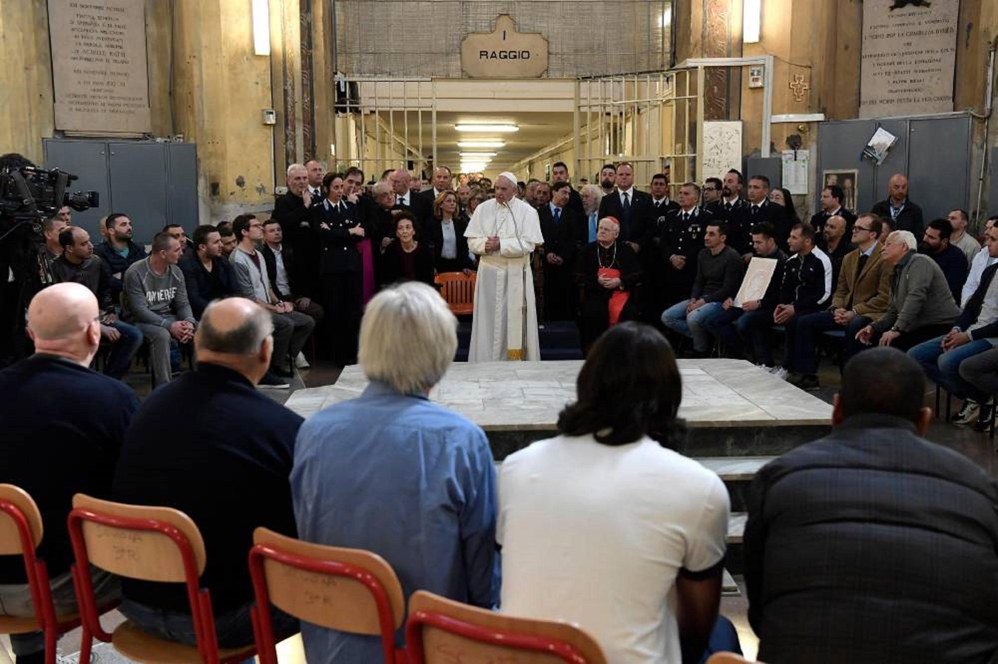 El papa Francisco almorzó con presos en una cárcel de Milán