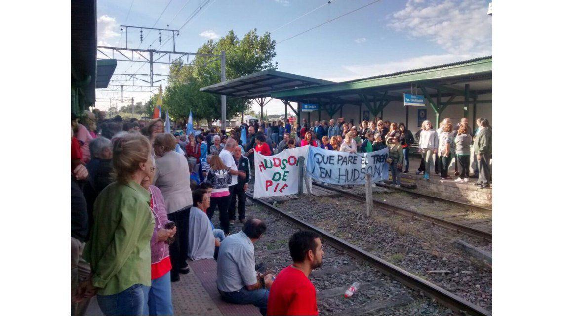 Hudson: un corte de vías en el tren Roca desató una pelea a los tiros