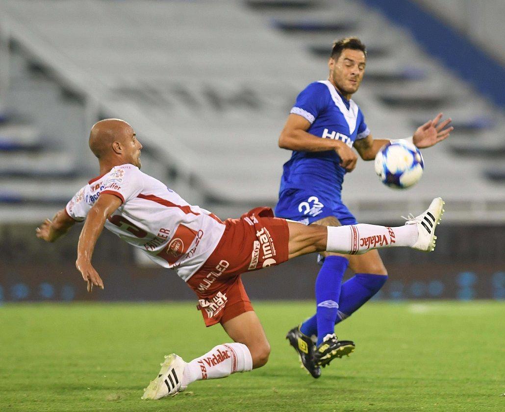 Vélez juega contra Huracán