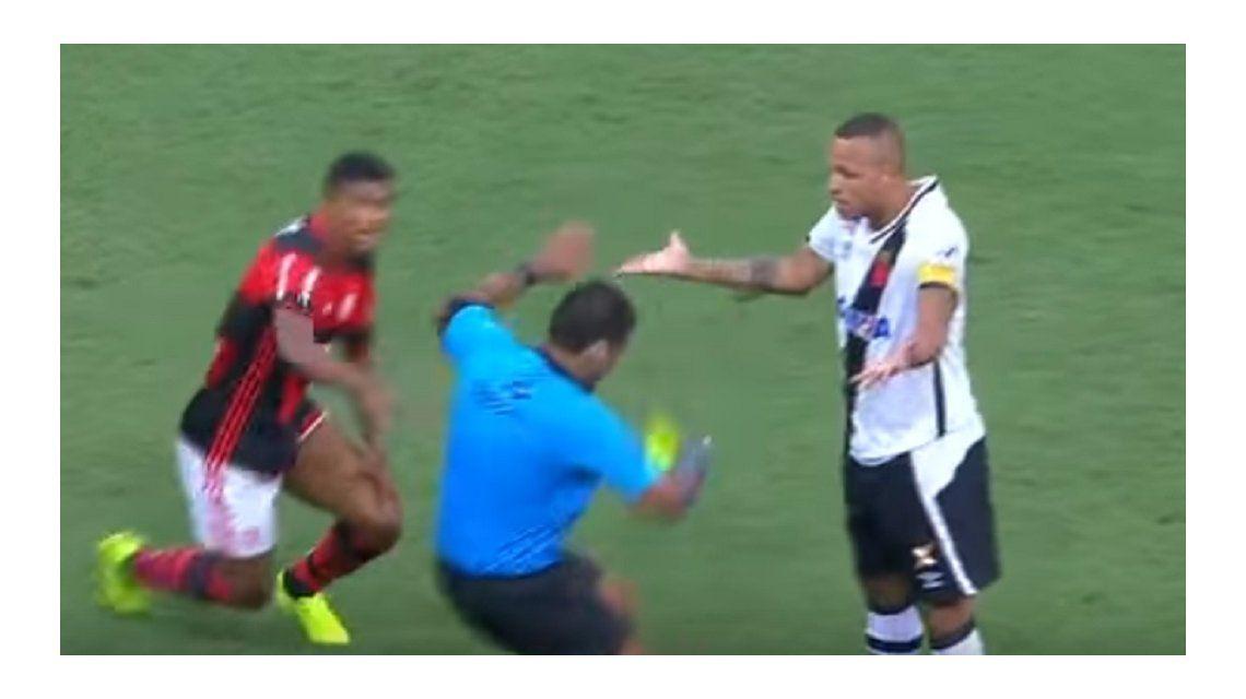 El momento de la supuesta agresión del delantero