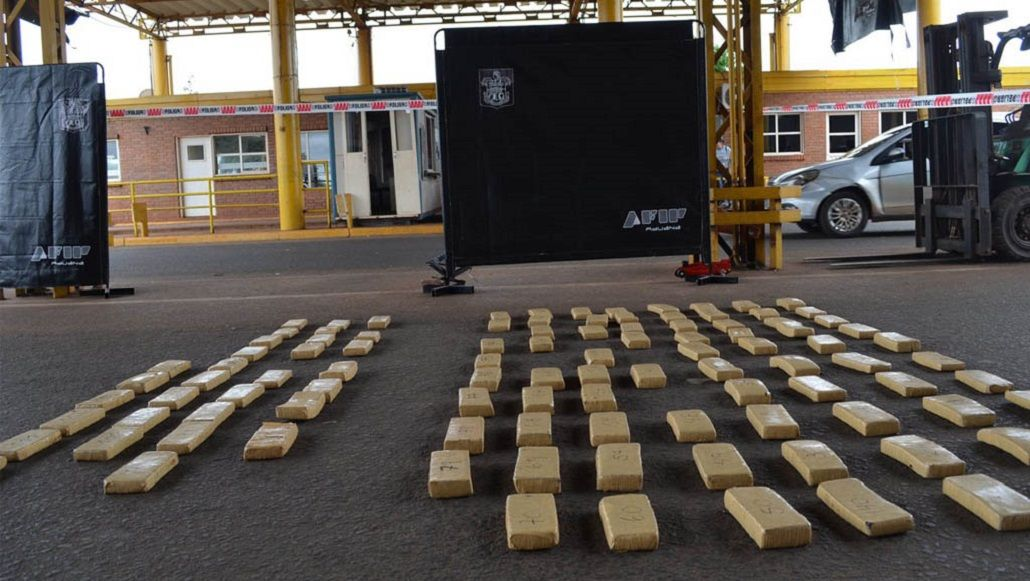 Secuestraron media tonelada de marihuana en el aeródromo de Navarro