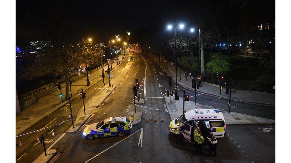 Scotland Yard sigue con la investigación frente al Parlamento
