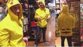 Fede Bal, disfrazado de Pikachu en Las Vegas